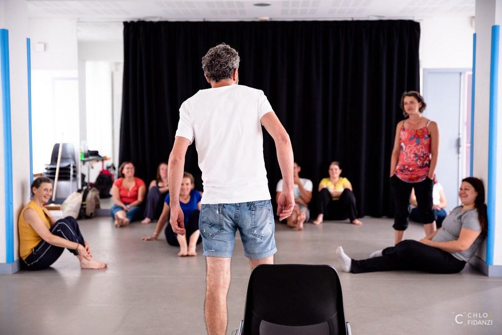 Ateliers d'improvisation avec participants en jeu